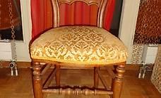 chaise ancienne , bois avec assise velour jaune