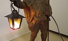 Tisch-Leuchte Laterne handgeschnitzt Jäger mit Laterne