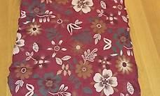 rautenförmiges Foulard in rot mit Blumenmuster