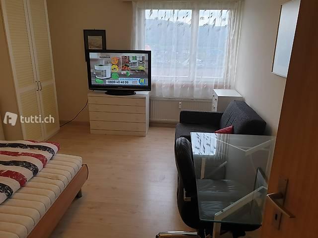 Möbliertes WG-Zimmer in 4.5 Zimmer Wohnung