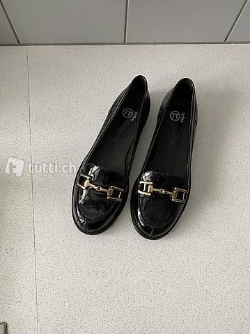 Sehr schöne Mokassins, Grösse 37, Leder schwarz, Lack, neu.