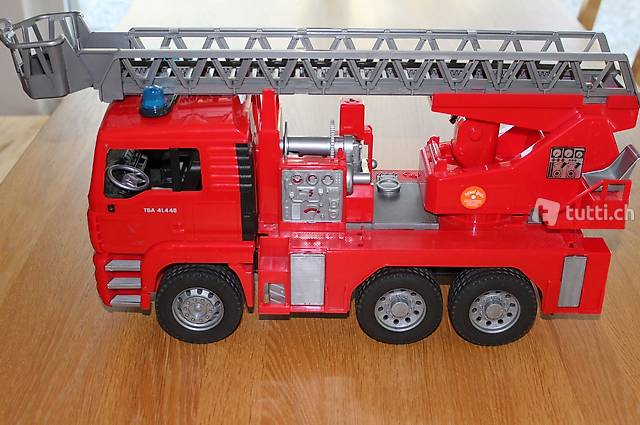 Feuerwehrauto Bruder mit Drehleiter