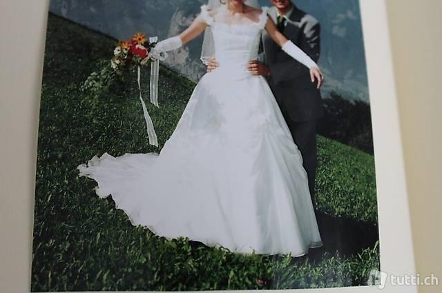 Hochzeitskleid in gebrochenem Weiss. Grösse 36