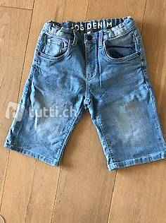 Kurze Hosen für Jungs Gr. 146