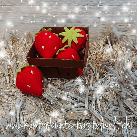 Ein Körbchen voller Erdbeeren