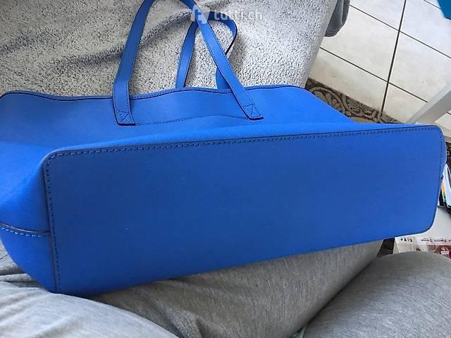 Sehr schöne hellblaue Michael Kors Tasche in Schwyz kaufen