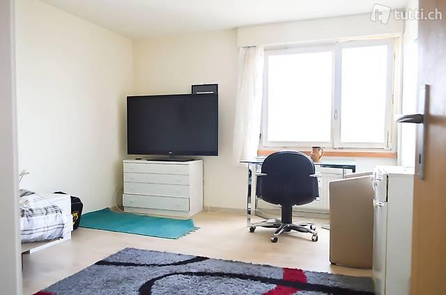 Möbliertes Zimmer in 4.5 Zimmer Wohnung nähe Zürich an zentr