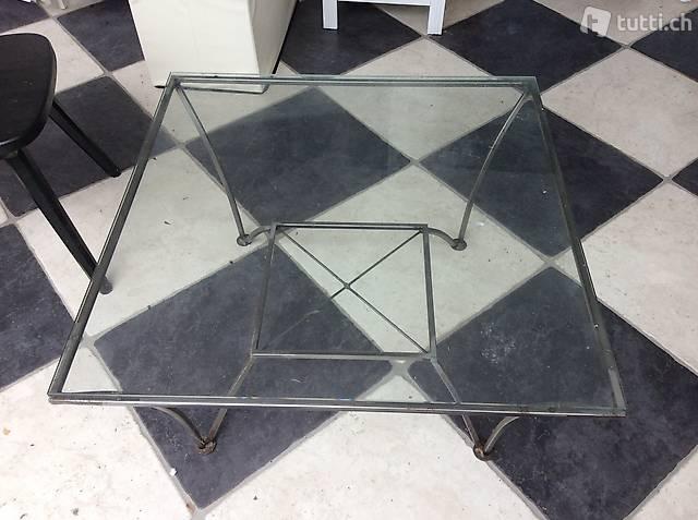 Tisch / Beistelltisch aus Metall und Glas