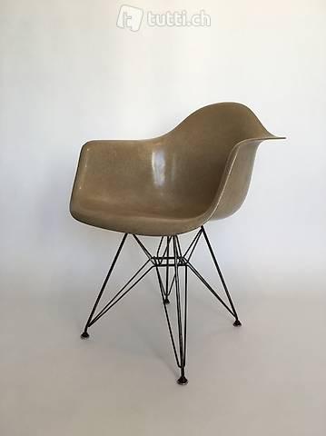 All original Zenith Eames Herman Miller Fiberglass Chair