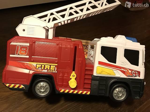 Grosses Spielzeug Feuerwehrauto mit sirene