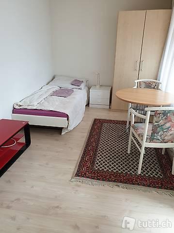Möbliertes Zimmer in 4.5 Zimmer Wohnung nähe Zürich