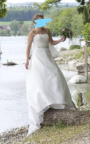 Schlichte Eleganz: Hochzeitskleid