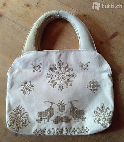 Tasche mit Kreuzstich und Leder