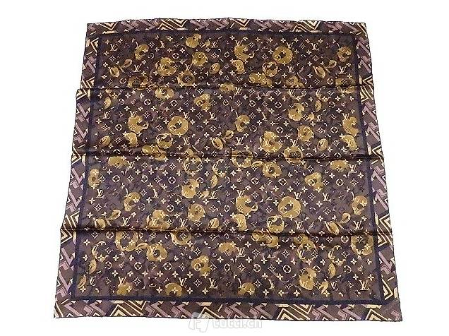 scarpe sportive 8b020 2b664 Foulard Louis Vuitton Monogram in pura seta, sfondo marrone in ...