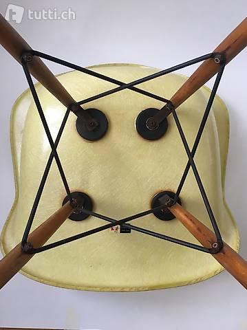% All original Zenith Eames Herman Miller Fiberglass Chair %