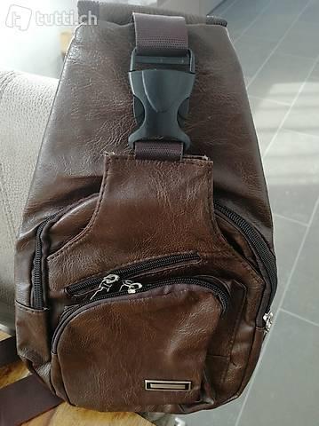 Leder Seitentasche mit USB Anschluss NEU