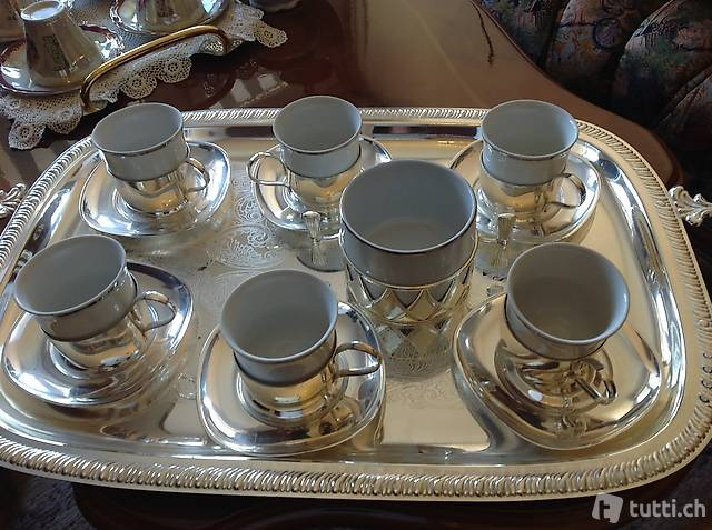 Servizio caffè in porcellana con piattino argentato