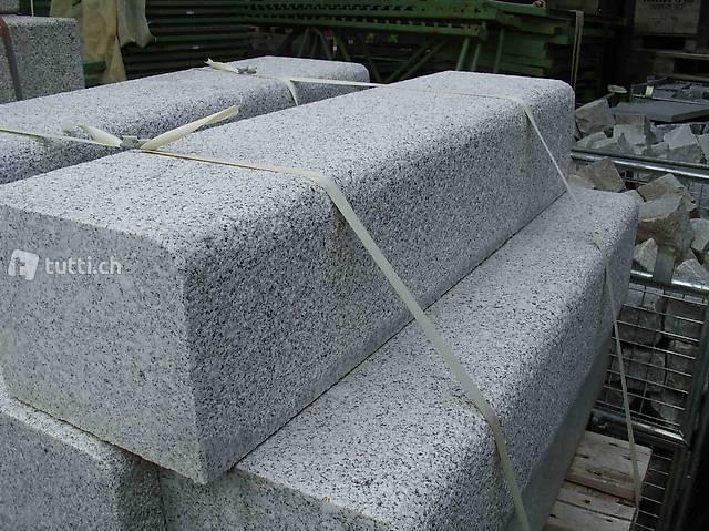 Bordsteine Granit hellgrau, Preis pro Stück