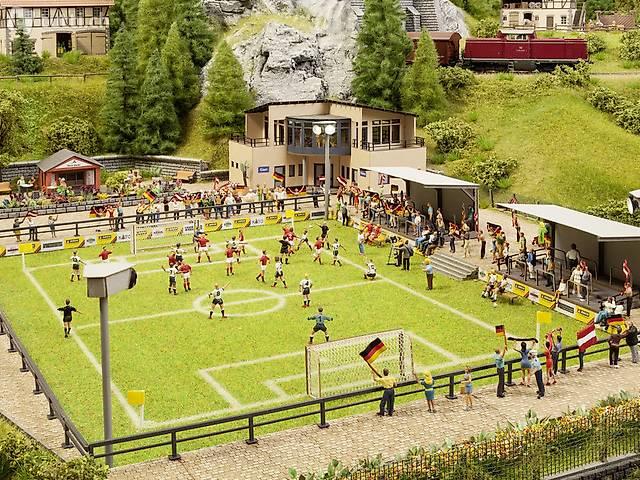 NOCH 66830 Fußballplatz mit Vereinsheim & Tribüne - NEU