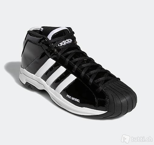 40.6 NEU Adidas Sportschuhe PRO Sneakers Top Lackeffekt