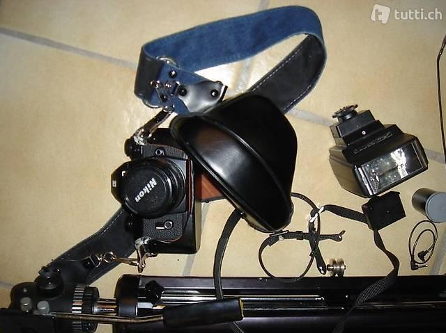 Fotoapparat NIKON EM M90 AUTO mit Stativ