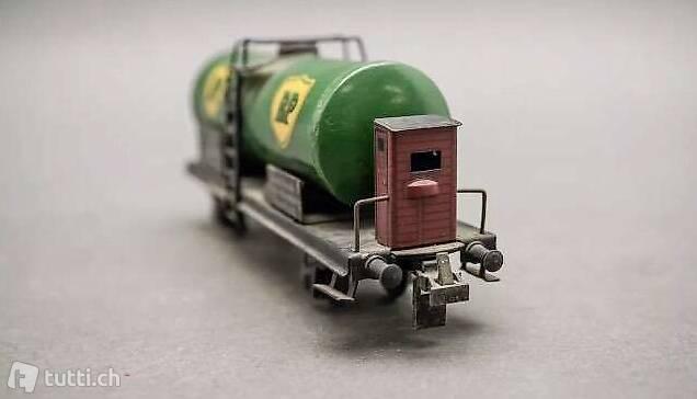 H0 Trix Express - Kesselwagen BP mit Bremserhaus DB Hamburg