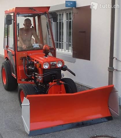 Kubota Kommunal B 7100 HD Traktor mit Zaugg Schneepflug