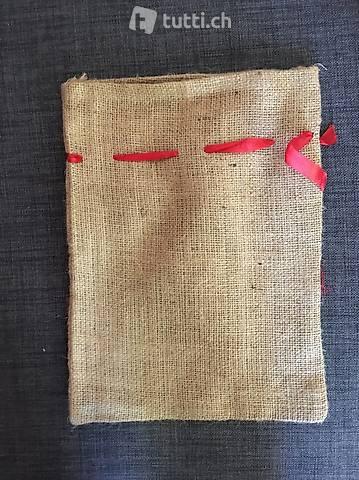 Leinensäcke, uni, mit rotem Band verschliessbar