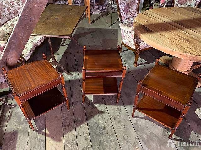 Tischli, Möbeli im Tudor Stil, je mit 1 Schublade